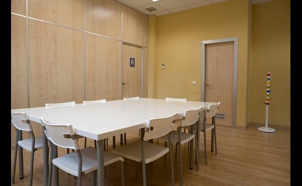 sala de reunión para 20 personas.