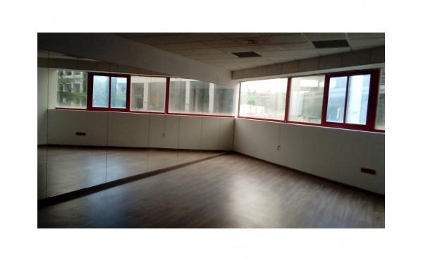 Sala de 60 m2.