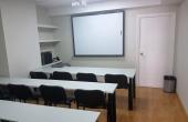 Aula de 12 plazas ubicada en la planta 5ª, módulo 20 del Edificio Sevilla 2.